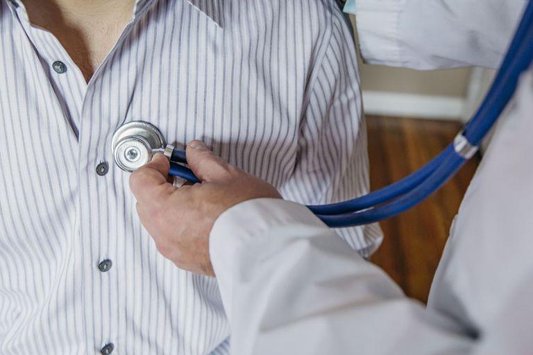Острый перикардит: причины, симптомы, лечение | MEDJOURNAL